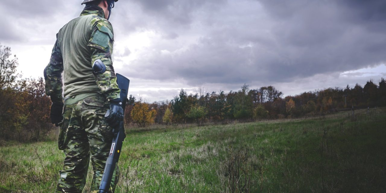 Rigtige mænd skyder med luftgevær