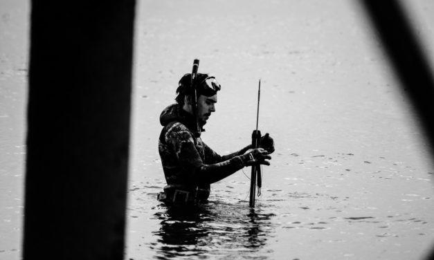 Tag på undervandsjagt med harpun