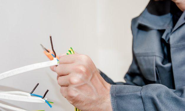 Ikke alle opgaver skal løses selv: Brug den lokale el-installatør