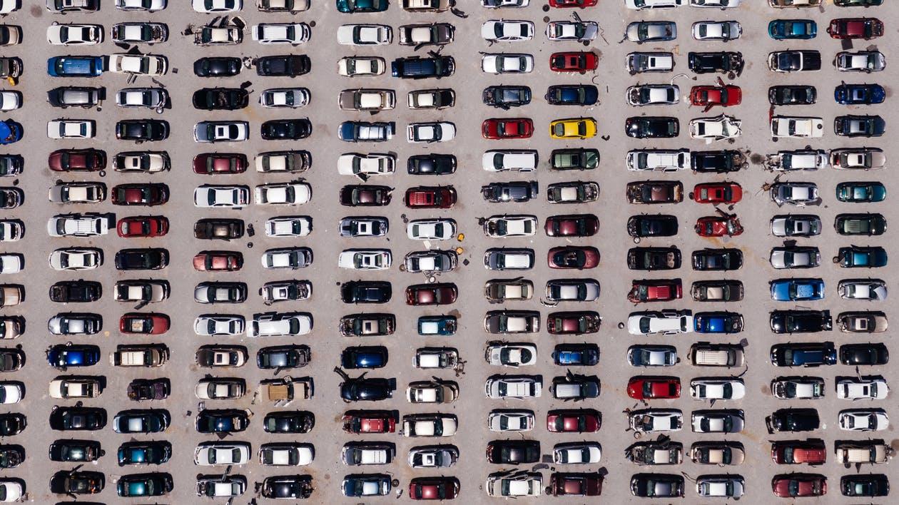 Biler på række